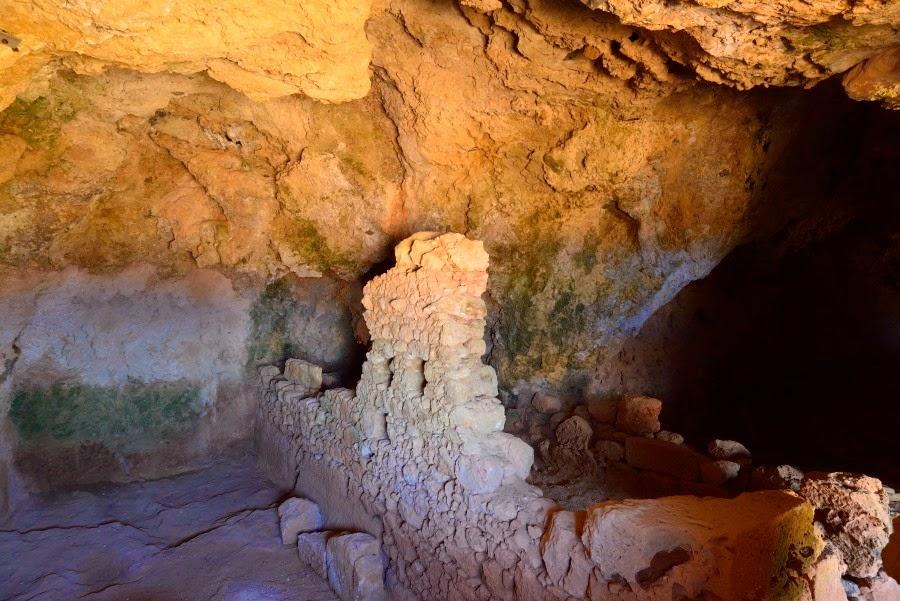 Ellinokamara cave