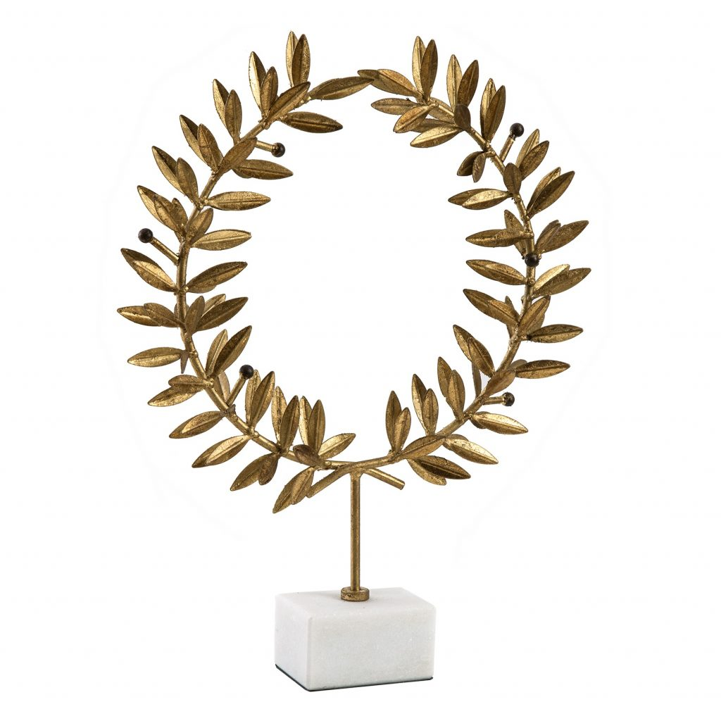 kotinos-wreath-on-stand